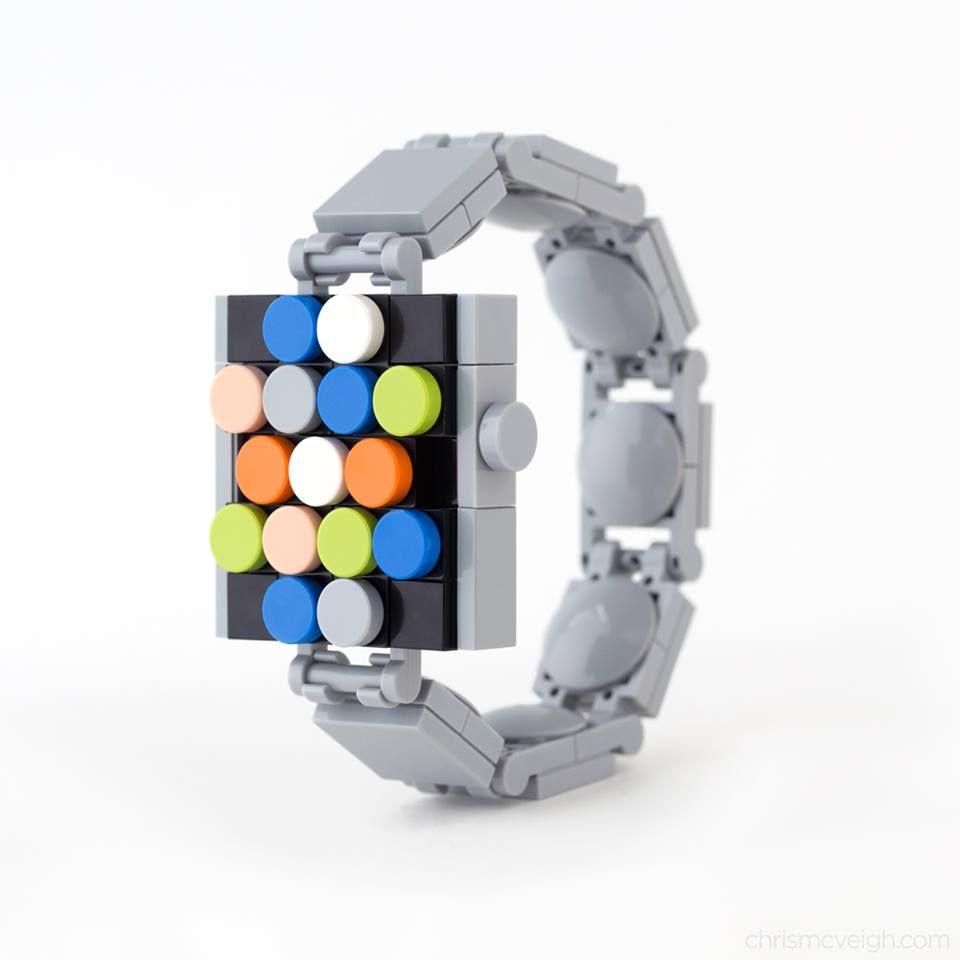 A to z kolei budowla w skali rzeczywistej - Apple Watch stworzony przez Chris McVeigha z klasycznych klocków LEGO.