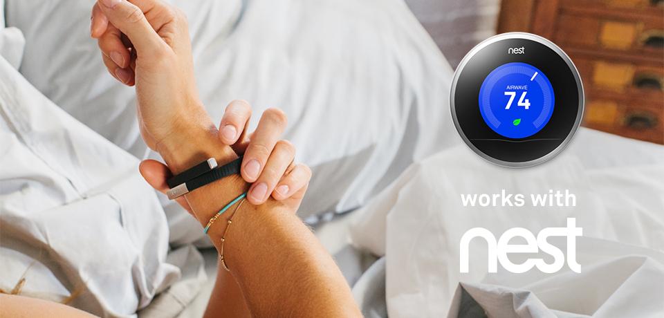 Zwykła opaska fitness od Jawbone współpracuje z hubem Nest, czyli smart domem od Google. Wspólnie mają budować Internet Rzeczy.