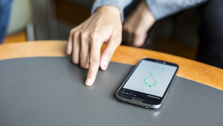 FingerIO smartfon