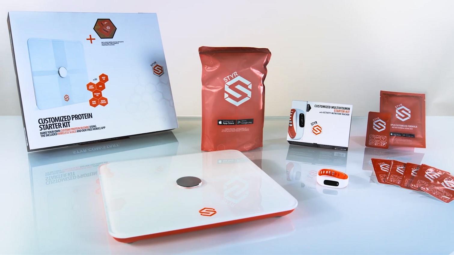 Inteligentna waga, bransoletka, apka fitness oraz suplementy diety. foto. zrzut z filmiku Styr Labs