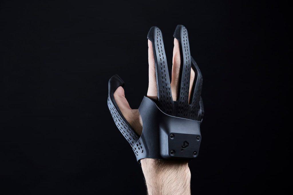 """Plexus - """"rękawice"""" VR z odwzorowaniem ruchu palców i dotykiem"""
