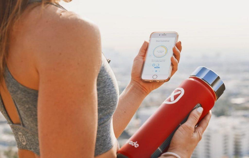 Hydrade - smart butelka z panel solarnym