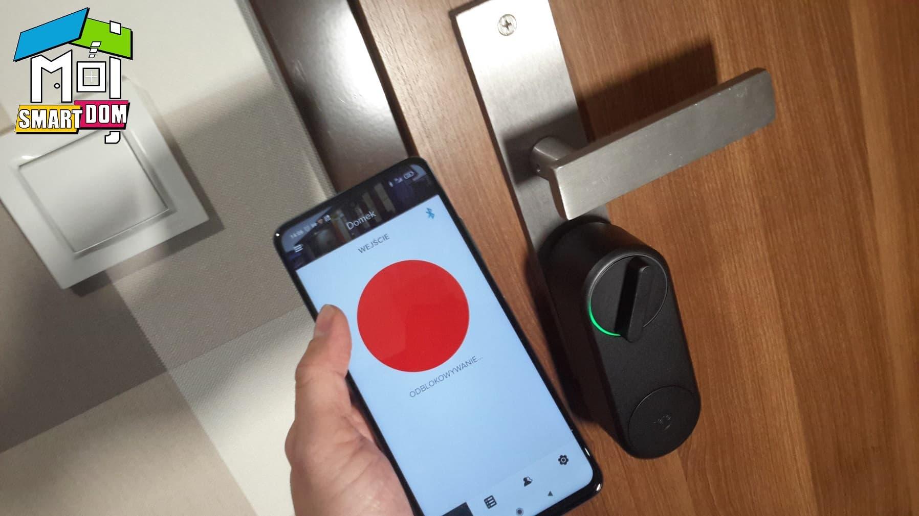Linus Smart Lock w drzwiach