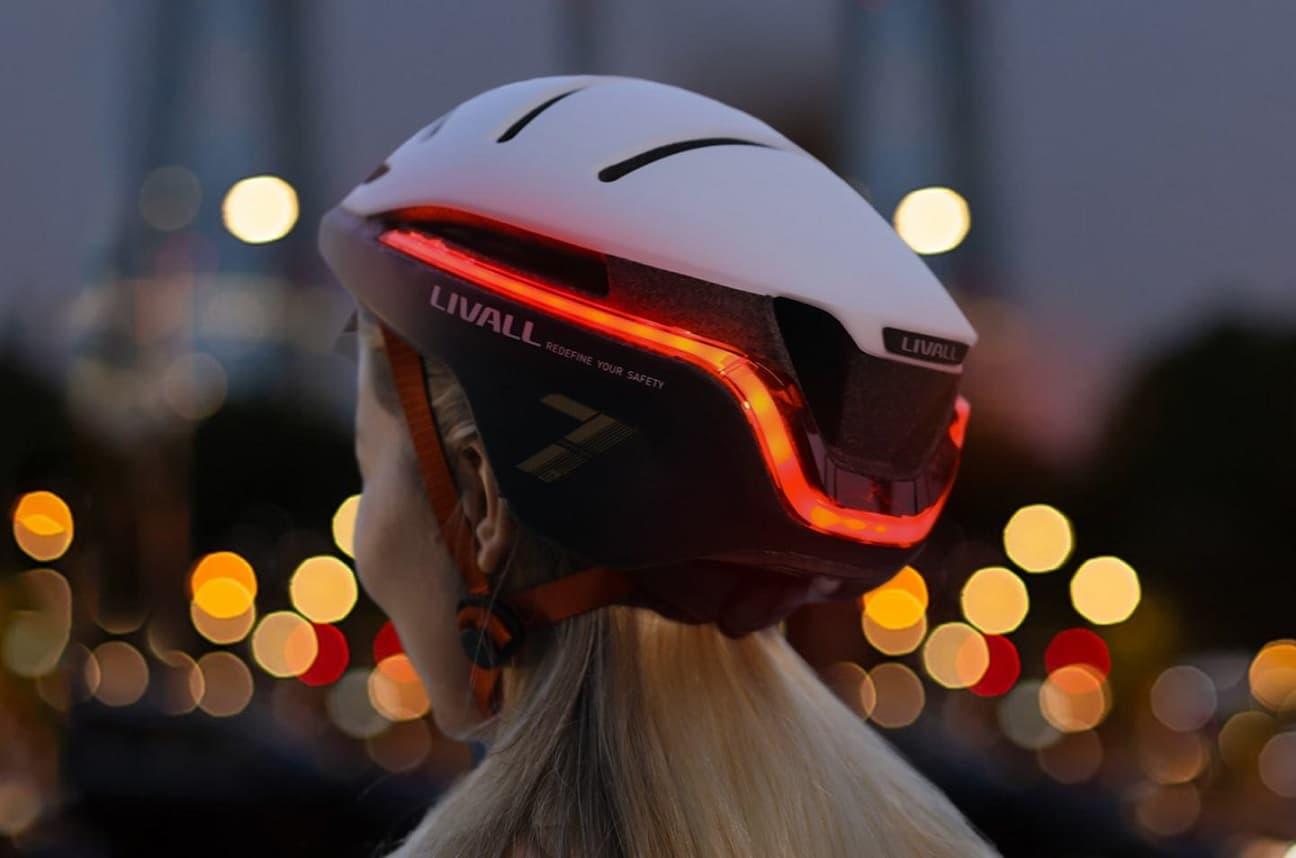 Livall EVO21 - smart kask